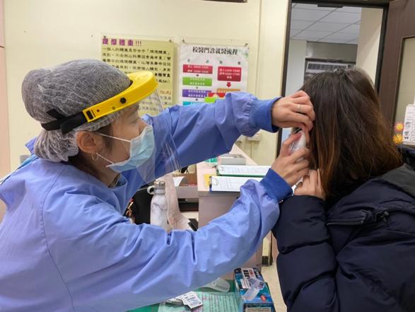 圖二設立發燒篩檢站,進行分流看診作業